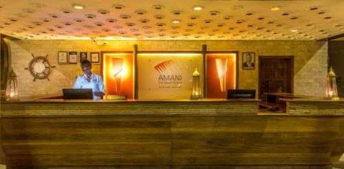 De lobby of receptie bij Amani Tiwi Beach Resort