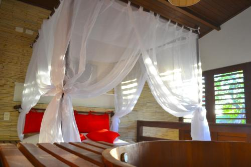 A bed or beds in a room at Naquela Jericoacoara