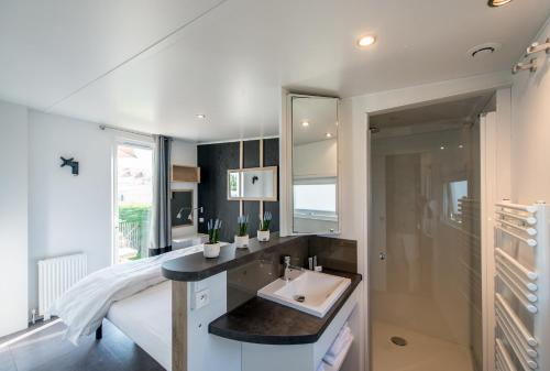 A bathroom at Holiday Village Knokke