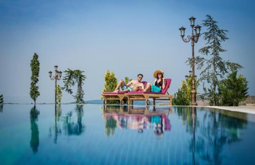A piscina localizada em Shamakhi Palace Sharadil ou nos arredores