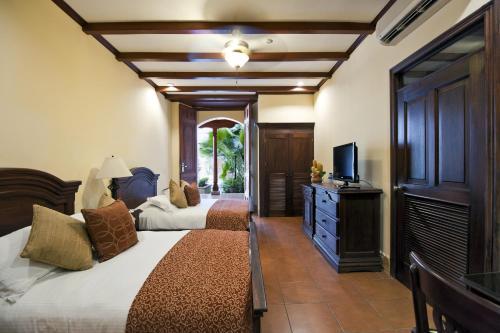 A seating area at Hotel Plaza Colon - Granada Nicaragua