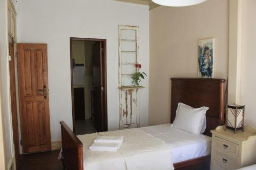 A bed or beds in a room at Casa do Coronel