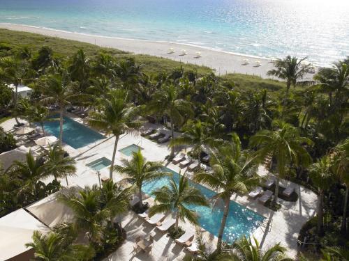 Вид на бассейн в Grand Beach Hotel или окрестностях
