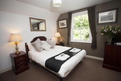 A bed or beds in a room at The Five Bells