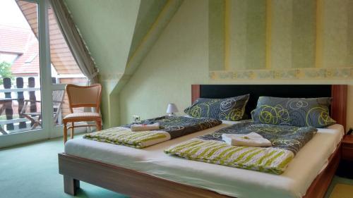 Ein Bett oder Betten in einem Zimmer der Unterkunft Hotel Grossenbrode