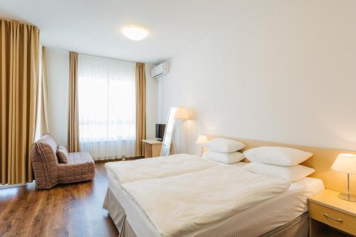 A bed or beds in a room at Apart Hotel Imeretinskiy - Morskoy Kvartal