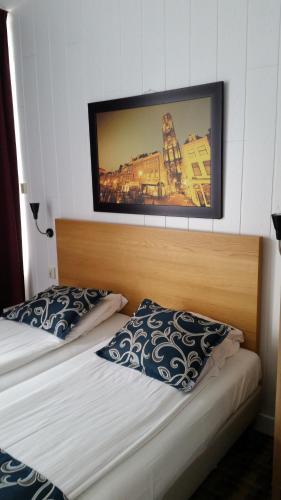 Een bed of bedden in een kamer bij Hotel Holland Lodge