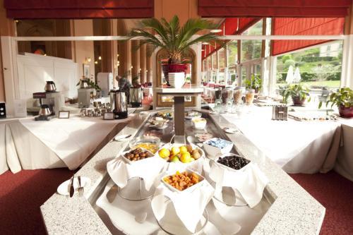 Restaurant ou autre lieu de restauration dans l'établissement Le Grand Hotel de Plombières by Popinns