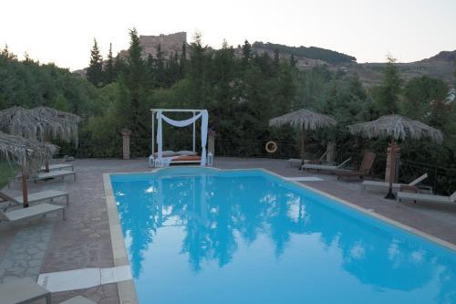 Πισίνα στο ή κοντά στο Villas Elpiniki