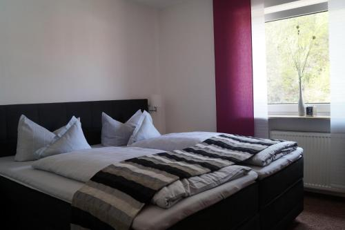 Ein Bett oder Betten in einem Zimmer der Unterkunft Hotel Berg
