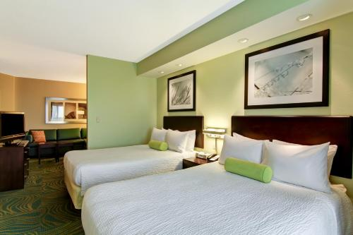 A bed or beds in a room at SpringHill Suites Erie