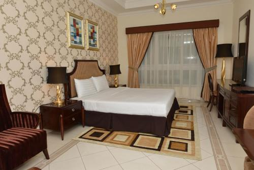 A bed or beds in a room at Al Manar Hotel Apartments