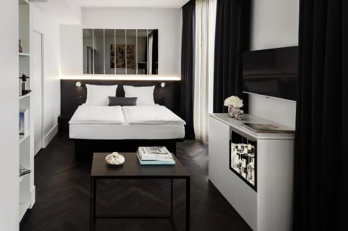 A bed or beds in a room at Hotel AMANO Grand Central