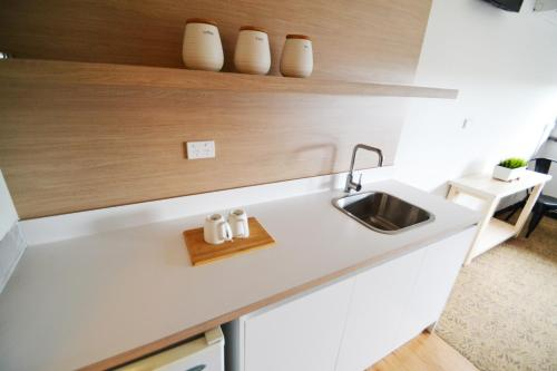 A kitchen or kitchenette at Crossroads Hotel