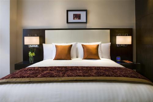 A bed or beds in a room at Courtyard By Marriott Shanghai Xujiahui