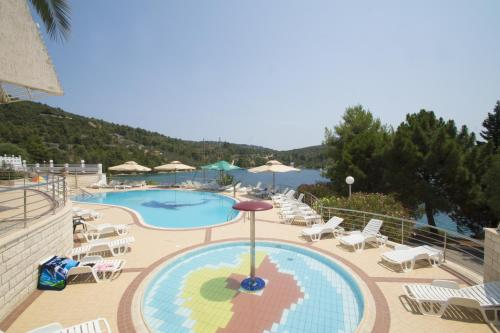 A view of the pool at Hotel Adria or nearby
