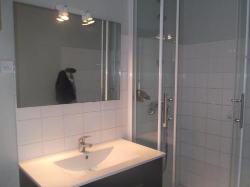 A bathroom at Les Mouettes