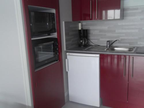 A kitchen or kitchenette at Les Mouettes