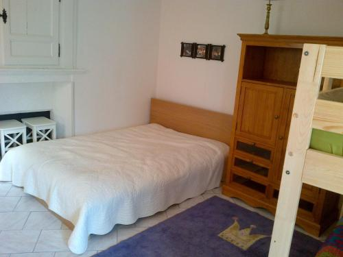 A bed or beds in a room at Maison Individuelle Les Templiers