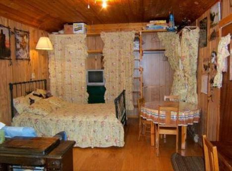 Ein Sitzbereich in der Unterkunft Teepee Meadows Guest Cottages