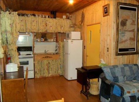 Küche/Küchenzeile in der Unterkunft Teepee Meadows Guest Cottages