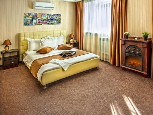 A bed or beds in a room at City Hotel Novosibirsk