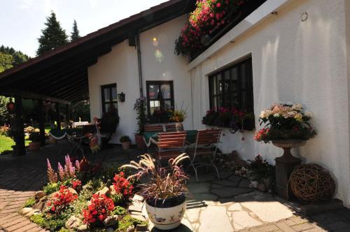 Ein Restaurant oder anderes Speiselokal in der Unterkunft Flair Hotel Tannenhof
