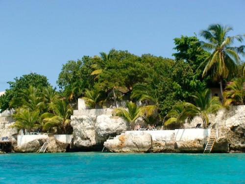 A piscina localizada em Sun Reef Village on Sea ou nos arredores