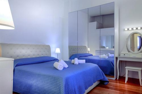 A bed or beds in a room at Borgo San Jacopo Penthouse