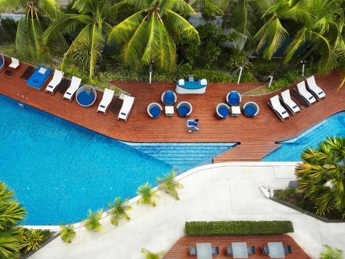 منظر المسبح في Hotel Baraquda Pattaya - MGallery او بالجوار