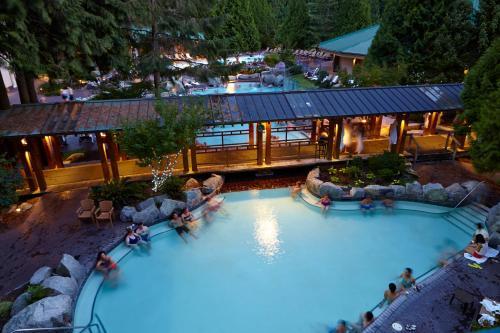 Вид на бассейн в Harrison Hot Springs Resort & Spa или окрестностях