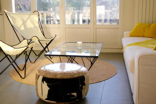 A seating area at Appartement Le Clos de Sablier