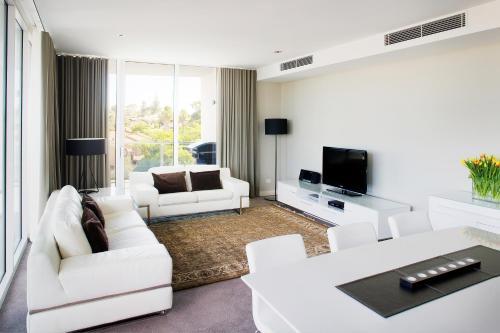 A seating area at Claremont Quarter Luxury Apartment