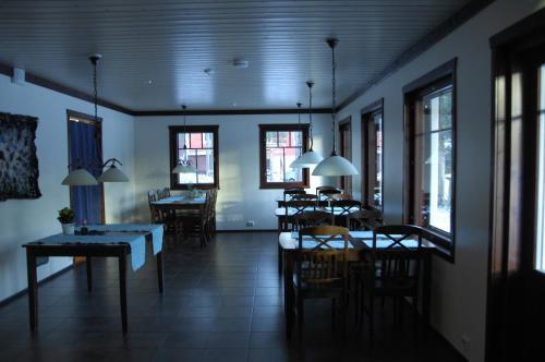 Restaurant ou autre lieu de restauration dans l'établissement Guesthouse Husky