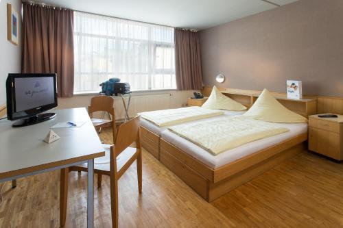 Ein Bett oder Betten in einem Zimmer der Unterkunft AllYouNeed Hotel Salzburg