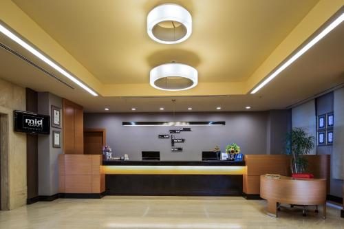 The lobby or reception area at Midtown Hotel