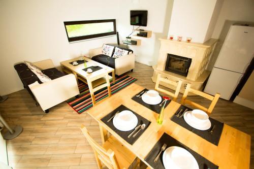 Restauracja lub miejsce do jedzenia w obiekcie Villa Miodula - Wisła/Soszów Happy Wisła House