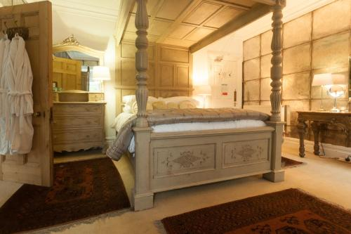 A bed or beds in a room at Meifod House