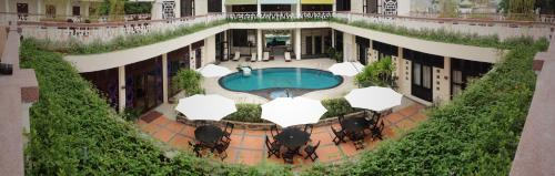 A view of the pool at Villa Hue Hotel or nearby