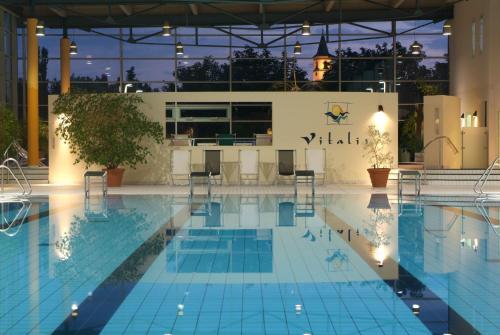 Der Swimmingpool an oder in der Nähe von Parkhotel Weiskirchen