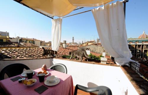 A balcony or terrace at Acacia Firenze