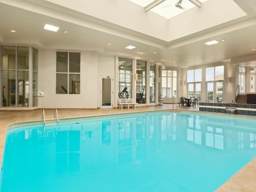 The swimming pool at or near Travelodge by Wyndham Niagara Falls Fallsview