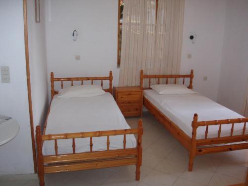 En eller flere senge i et værelse på The Schoolmistress With The Golden Eyes, studios & rooms