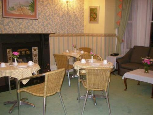 A restaurant or other place to eat at Ingledene Guest House