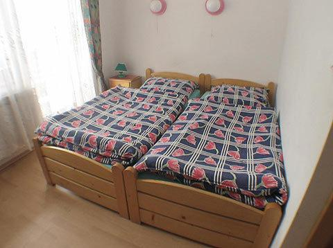 A bed or beds in a room at Gosciniec Wenecja