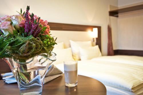 Ein Bett oder Betten in einem Zimmer der Unterkunft Hotel Westend