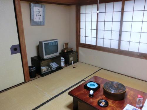 旅館 松島にあるテレビまたはエンターテインメントセンター