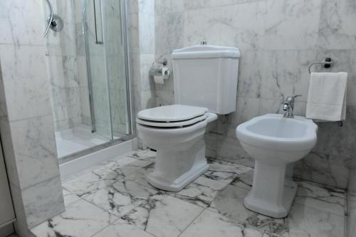 A bathroom at ARIA DI CASA APARTMENT