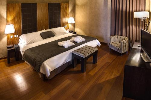 A bed or beds in a room at Hotel & Spa La Salve