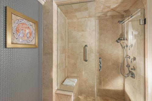 A bathroom at The Inn At Fox Hollow Hotel
